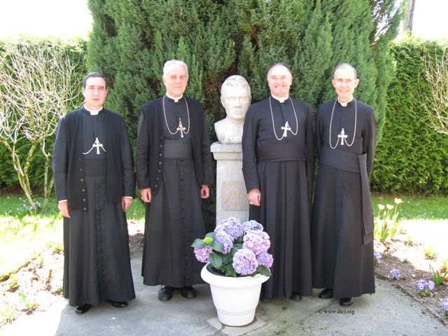 https://mundabor.files.wordpress.com/2012/04/sspx-bishops.jpg