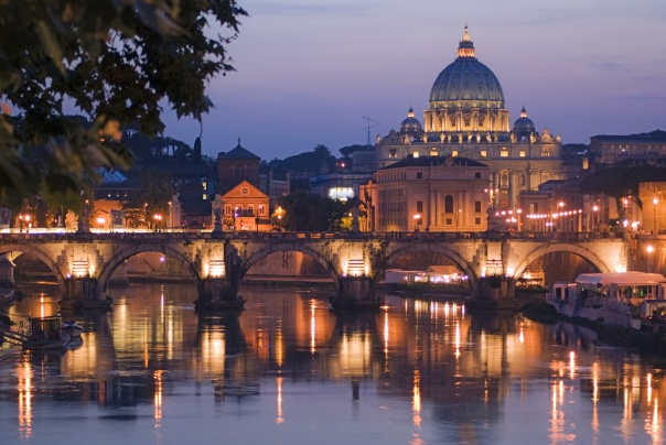 rome-the-eternal-city-at-night