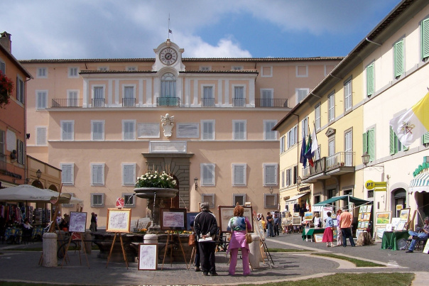 Franciscans do not often travel there in helicopter: The papal summer residence in Castel Gandolfo.