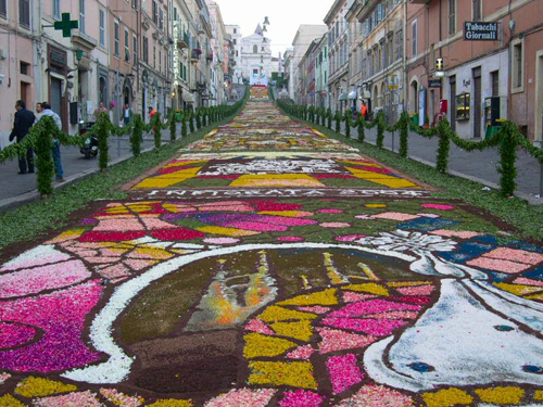 Noto (Sicily): Infiorata.