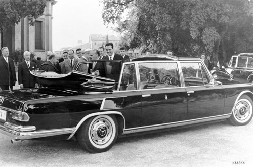 Big Mercedes 600 Landaulet.  No trace of gluttony in the Pope.
