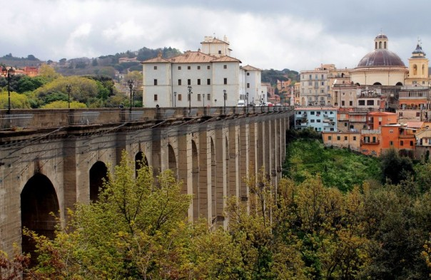 Ariccia and its bridge. You can see the protections added to avoid suicides.
