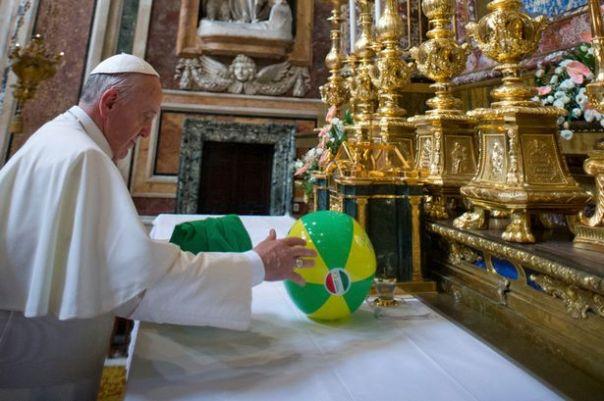 Pope-Beach-Ball-on-Altar